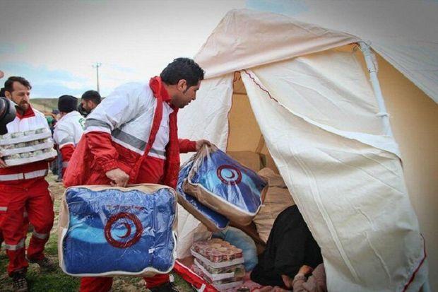 ۴ هزار و ۷۲ تخته چادر و پتو بین زلزلهزدگان میانه و سراب توزیع شد