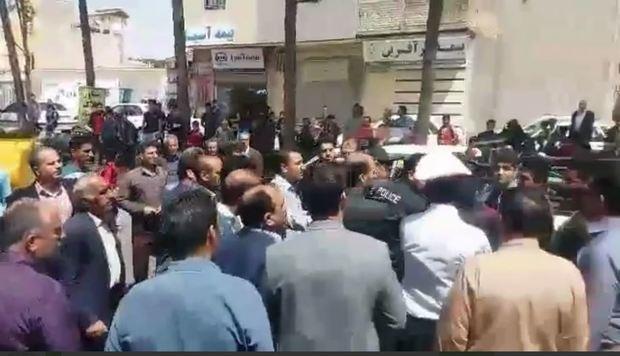 بستن خیابان توسط شهرداری کوهدشت برای جلوگیری از انتقال یک بازداشتی + فیلم