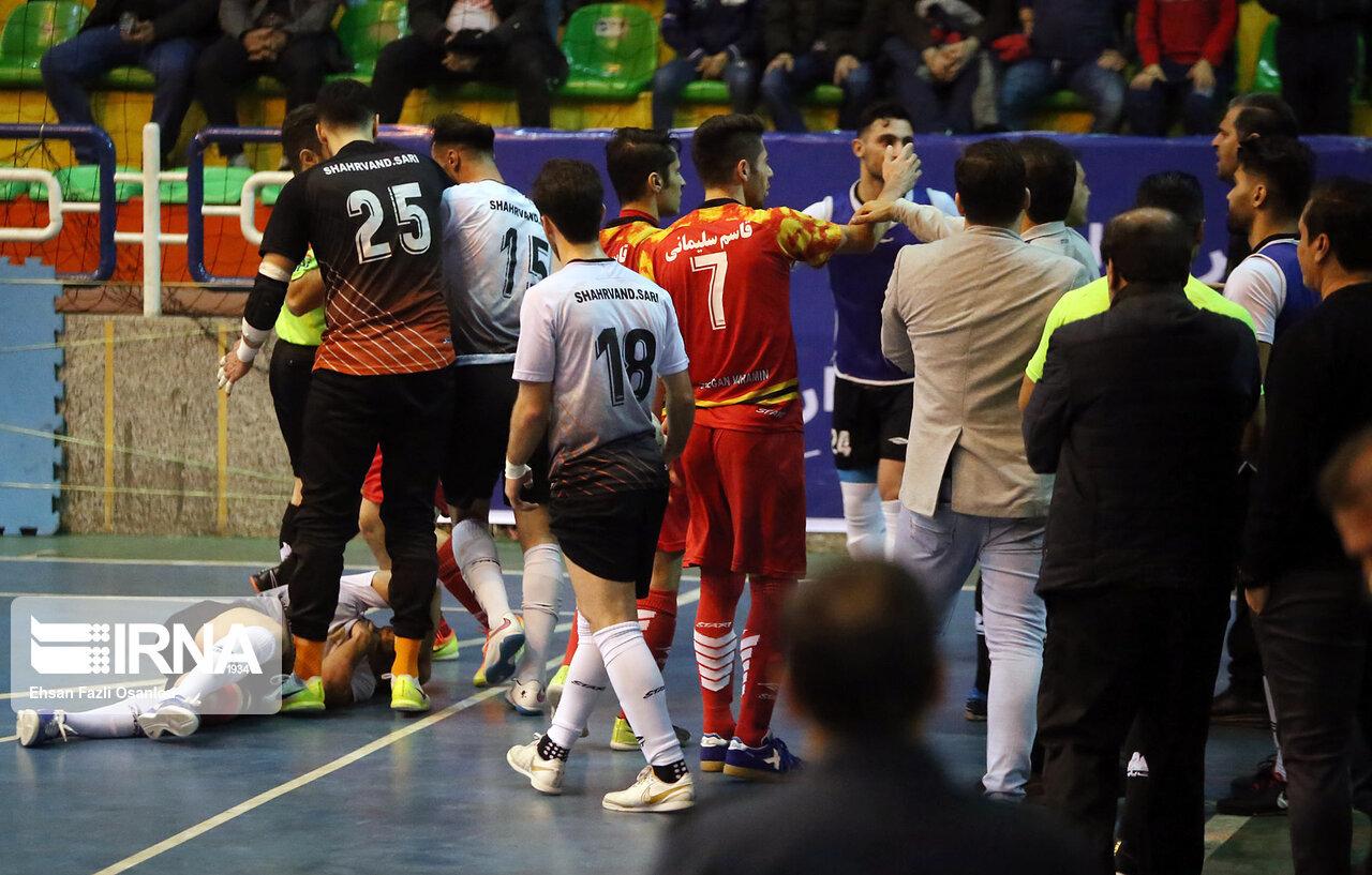 وزیر ورزش به فحاشی در بازی تیمهای ساری و ورامین ورود کند