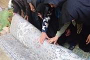 بانوان مهریزی ۲ میلیارد ریال فرش برای عتبات بافتند