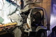 تصادف شدید کامیونت با کامیون در جاده خاوران+ تصاویر