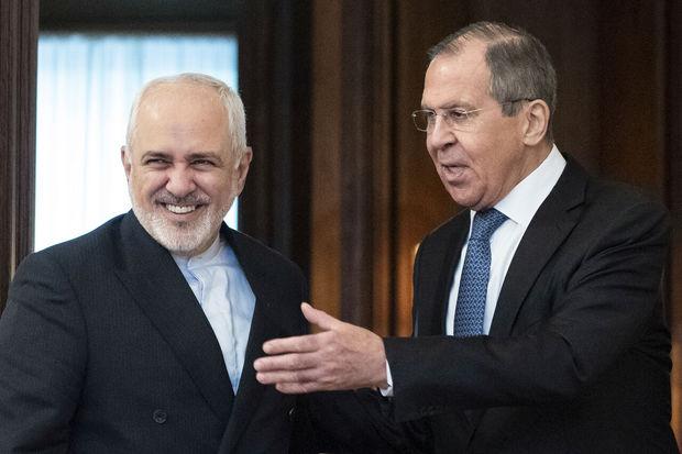 هدیه ظریف به وزیر خارجه روسیه + تصاویر