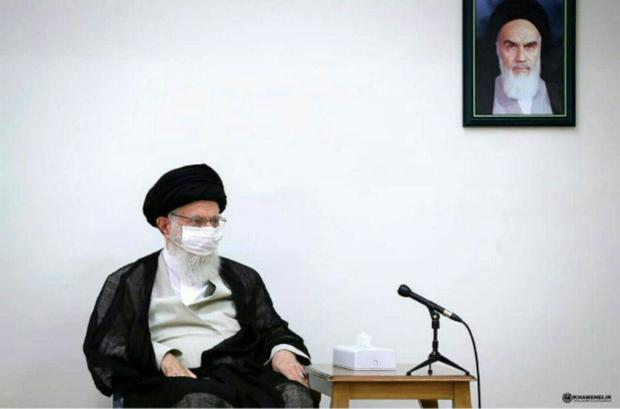 تصویری از ماسک زدن رهبر انقلاب در جلسات کاری