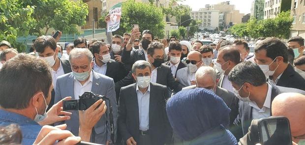 احمدی نژاد در انتخابات 1400 ثبت نام کرد + عکس و فیلم