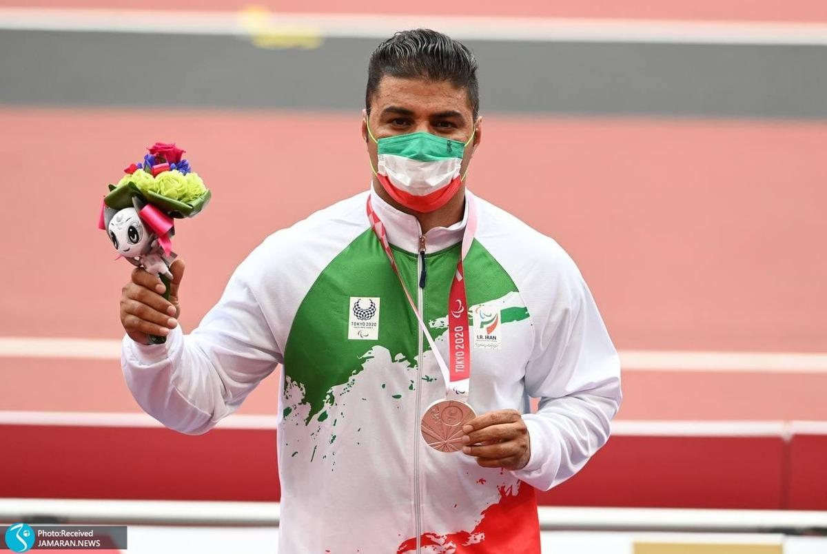 لحظه اهدای مدال نقره پاپی در پارالمپیک 2020+ عکس