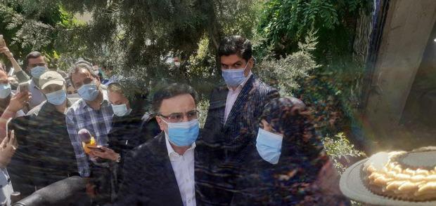 مصطفی تاجزاده به همراه همسرش به ستاد انتخابات رفت + عکس و فیلم