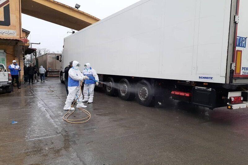 دامپزشکی آستارا کامیونهای واردات گوشت را ضدعفونی کرد