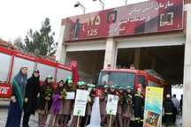 دانش آموزان دختر گنبدکمپین چهارشنبه سوری مبارزه با ترقه و انفجار راه انداختند