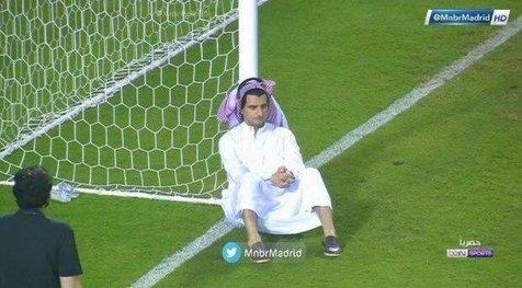 ویدیو/ناراحتی مدیر باشگاه النصر کنار تیرک دروازه