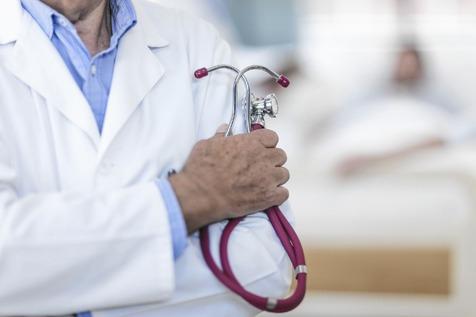 آنچه هرگز پیش از مراجعه به پزشک نباید انجام دهید