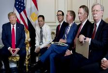 افزایش فشارها برای احضار بولتون به عنوان شاهد استیضاح ترامپ