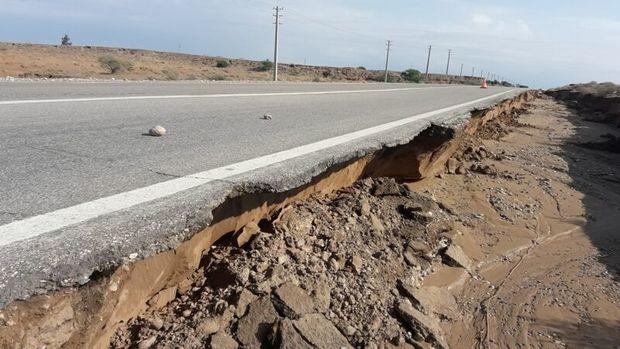 ۱۵۰ متر شانه جاده دهلران - اندیمشک دچار آببردگی شد
