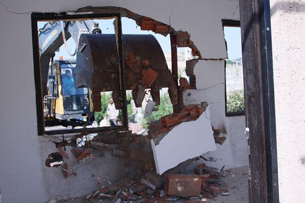 بناهای غیرمجاز در توشن با حضور دادستان گرگان تخریب شد