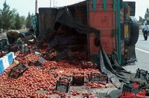 واژگونی کامیون حامل 3 تن گوجه فرنگی و پیاز در بجنورد