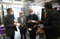 حضور مسجد جامعی در کتابفروشی حافظ و اهدای گل به همسایگان آن (16)