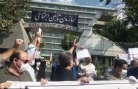 تجمع بازنشستگان مقابل سازمان تأمین اجتماعی