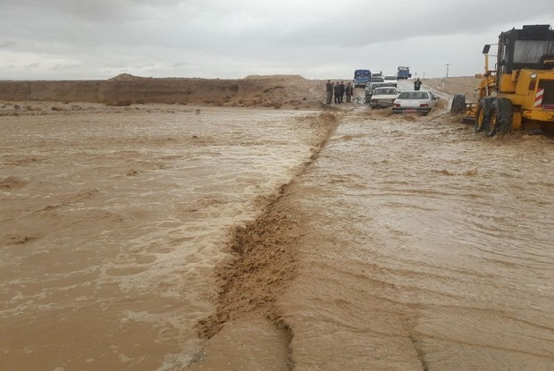 سیلاب به برخی مناطق یزد خسارت هایی وارد کرد