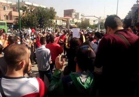 اعتراض هواداران پرسپولیس به مجلس کشیده شد+تصاویر
