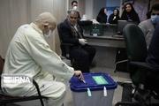 حضور بیماران و کادر پزشکی مشهد در پای صندوقهای رای