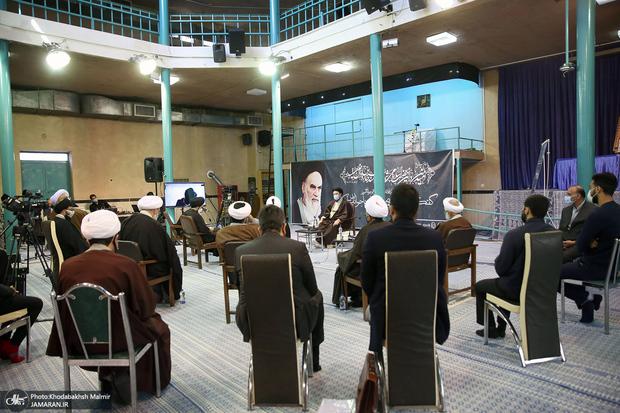 گفت و گوی بین نسلی «آرمان های امام خمینی و جوانان امروز»