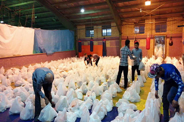توزیع 1500 بسته غذایی بین نیازمندان ماکو و پلدشت