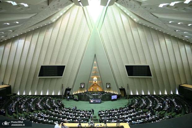 رئیس سازمان بورس به مجلس احضار شد
