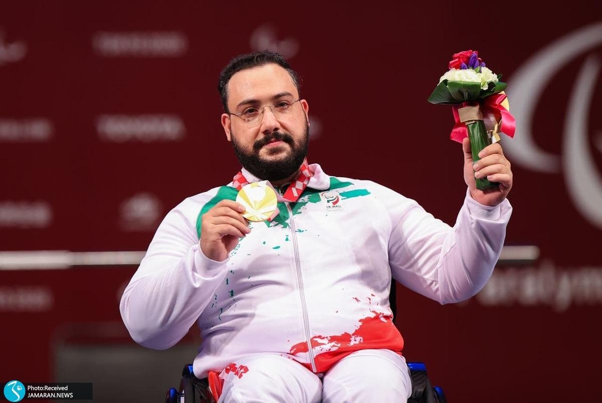 لحظه اهدای مدال طلای رستمی و اشک های روح الله+ عکس و ویدیو