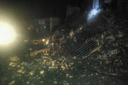 ریزش یک ساختمان دو طبقه در پلدختر به شبکه برق خسارت وارد کرد