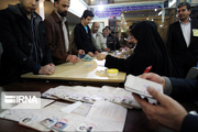 نمایندگان نامزدهای انتخاباتی در شعبههای رایگیری حضور مییابند