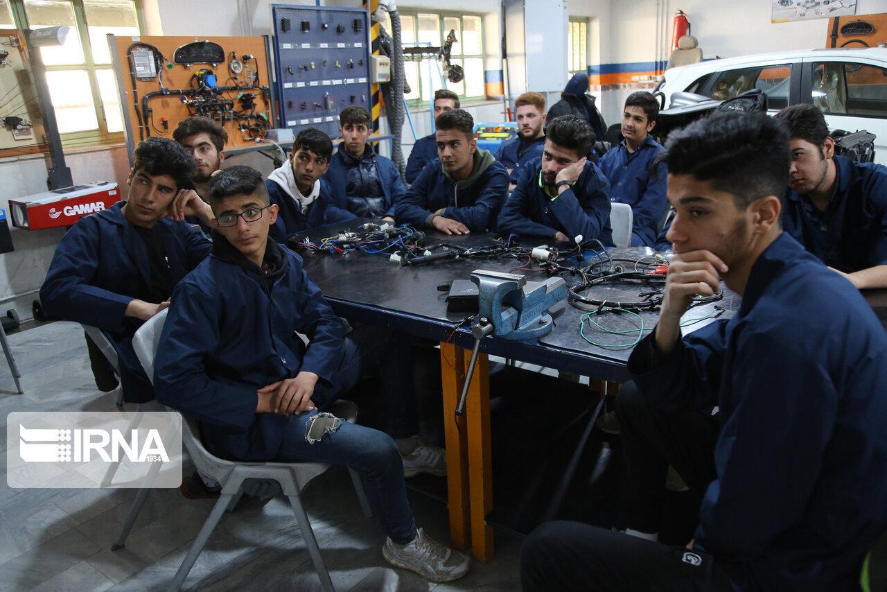 افزون بر ۳۵ درصد دانشآموزان کشور مهارتهای فنیوحرفهای را فرا میگیرند