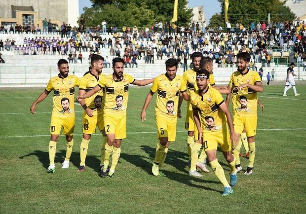 تیم فوتبال ۹۰ ارومیه با پیروزی مقابل بادران تهران دوباره صدرنشین شد