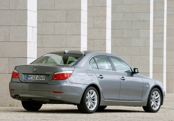 معرفی BMW530 i و مقایسه با مرسدسبنز E350+ مشخصات فنی و تصاویر