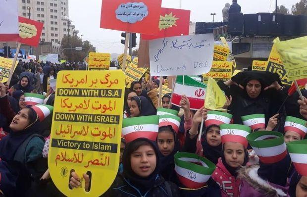 راهپیمایی ۱۳ آبان در مناطق مختلف گیلان آغاز شد