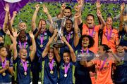 عکس های جشن قهرمانی تیم فوتبال زنان لیون در لیگ قهرمانان اروپا