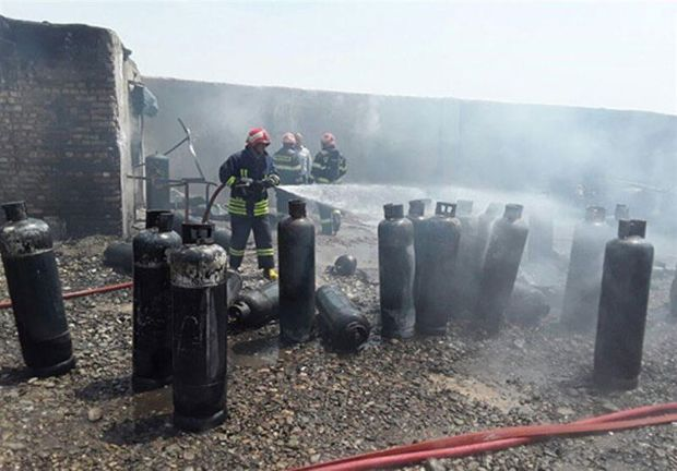 حریق گسترده انبار سیلندر گاز مایع در قم اطفا شد