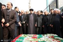 اقامه نماز سید حسن خمینی بر پیکر 3 تن از شهدای سانحه هواپیمای اوکراینی