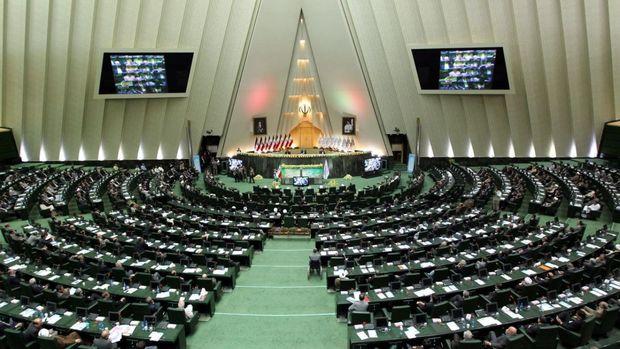 مجلس برنامهای برای اصلاح قانون کار ندارد