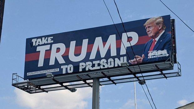 ترامپ را به زندان ببرید! + عکس