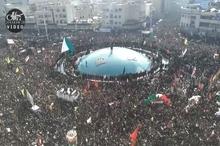 لحظه ورود پیکر مطهر سپهبد شهید حاج قاسم سلیمانی به میدان انقلاب تهران